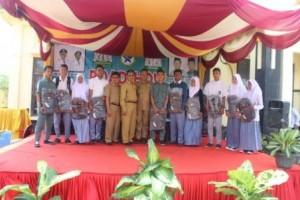 Kegiatan roadshow dan Storyttelling Kab. Aceh Timur ditutup dengan pembagian doorproze kepada para siswa/i yang hadir